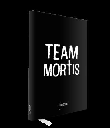 zwart notitieboekje met team mortis in witte letters